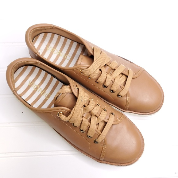 Leah Leather Lace Up Sneakers Sz 65 B11
